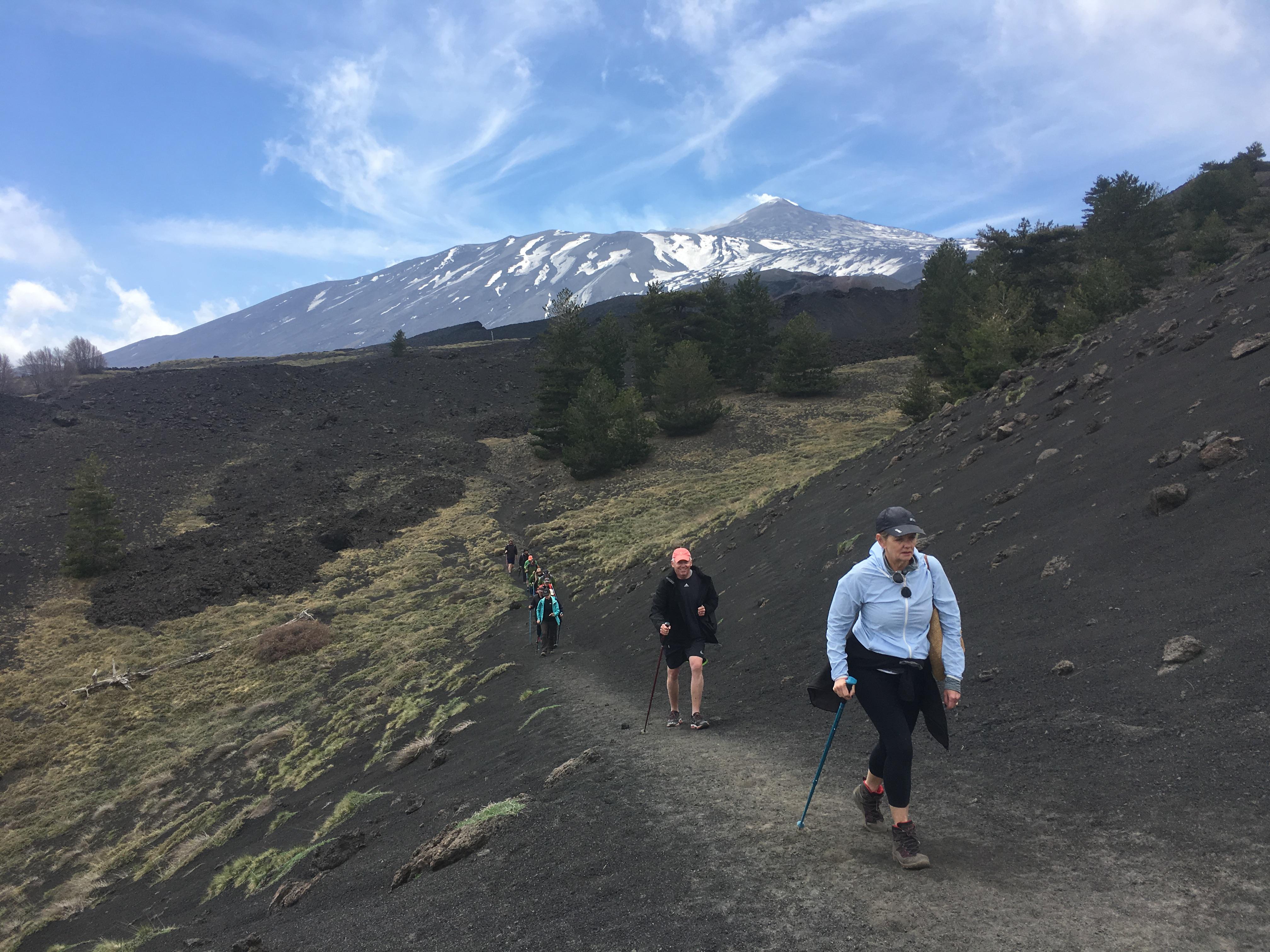 sendersimo Etna en grupo con guía