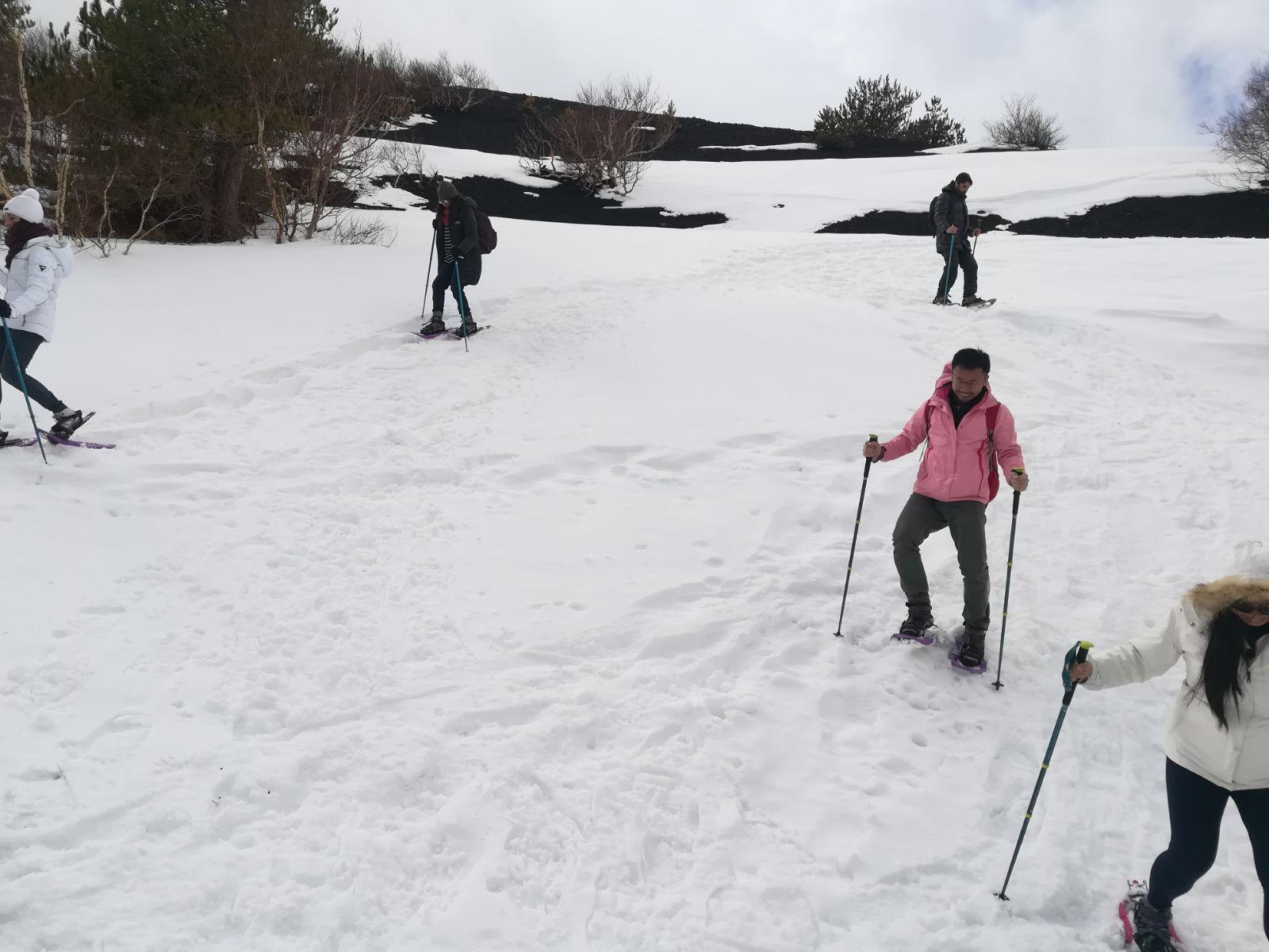 Randonneurs sur l'Etna en hiver